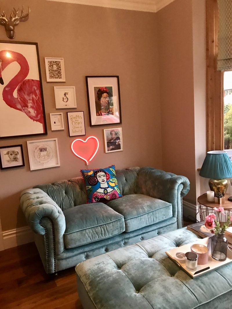 victorian-sitting-room-gallery-wall