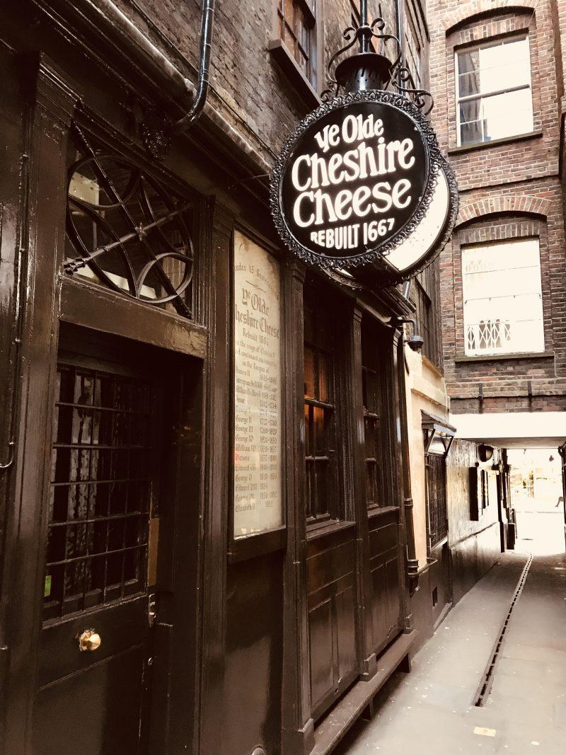 Ye-Olde-Cheshire-Cheese-Pub-London