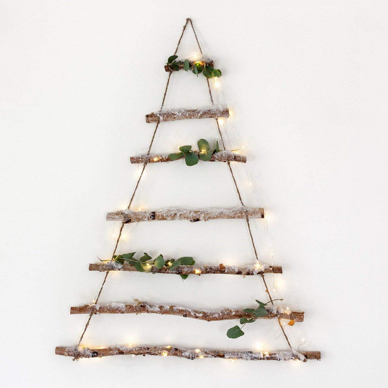 Hanging_Christmas_Tree_With_Snow