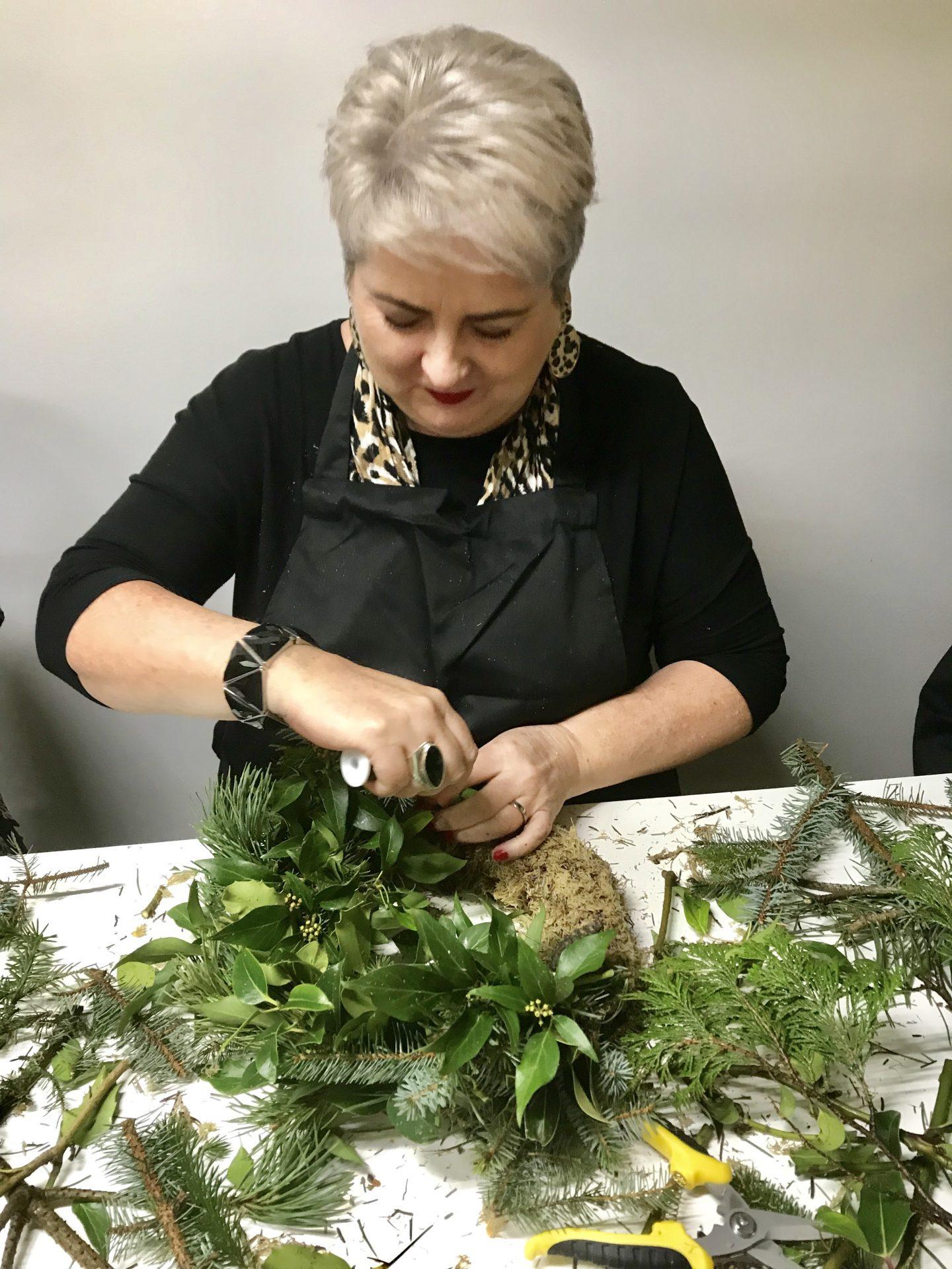 How _To Make A Christmas Wreath